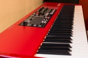Piano de scène Nord Electro 4 HP 73 état
