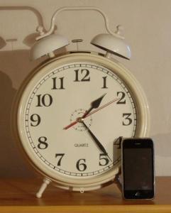 Horloge en forme de reveille matin géant