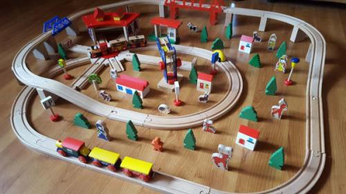 Locomotive de train en bois énorme de Brio