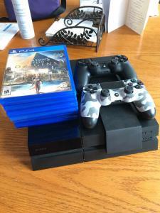 Excellent état PS4 avec support de chargeur