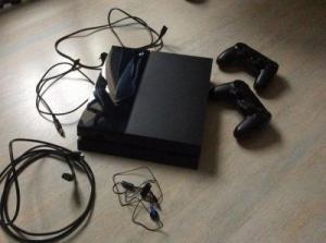 Ps4 500go Black avec 4 jeux et volant fe