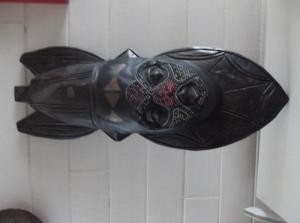 Joli masque perlé africain