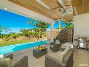 Maison contemporaine neuve avec piscine