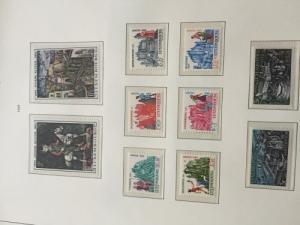18 magnifiques album de timbres