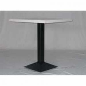 TABLE AVEC PIED CENTRAL EN FER