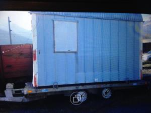 A vendre petit container et remorque