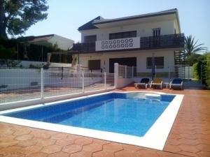 Belle villa avec piscine à 200 m plage