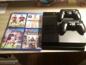 PS4 500 GO + 2 manettes + 4 jeux