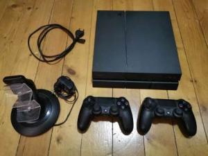PS4 + deux manettes