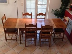 table chêne jaune avec chaises