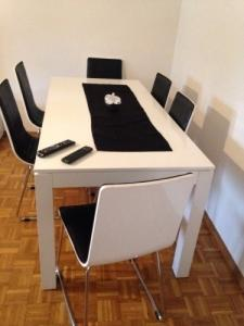 Salle à manger Avec 6 chaises