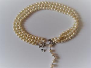 Collier de perles culture nacrées.