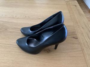 Vends chaussures à petit talons femme