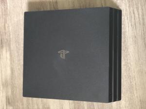 PS4 pro 1To avec 4 jeux