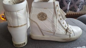 Basket GUESS taille 38