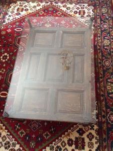 Table de salon avec plateau en verre