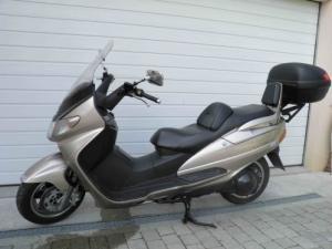 Superbe Scooter Suzuki AN250