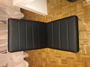 6 Chaises NOUVES en similicuir noir