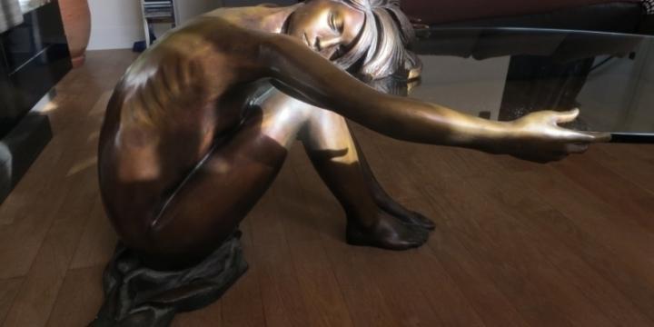 Table basse en bronze et plateau en verre