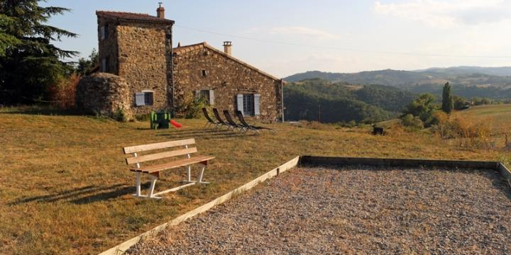 Jolie maison en pierre 7p au calme avec vue en Ardèche