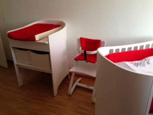 Lit,table à langer et chaise
