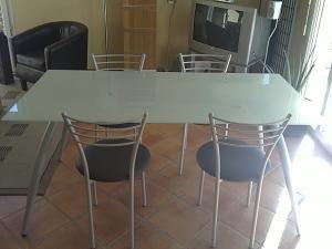 Table à manger en verre avec 4 chaises