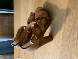 Vends Jolies Sandales compensées bohémmienne