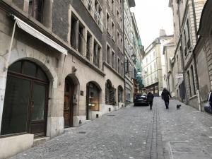 A louer Magnifique local commercial (magasin ou bureau) GE/GE