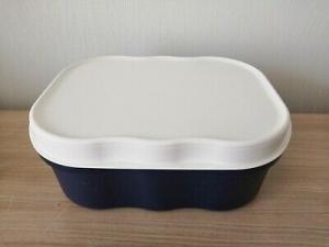 Boite à pains avec couvercle couleur bleu / blanc