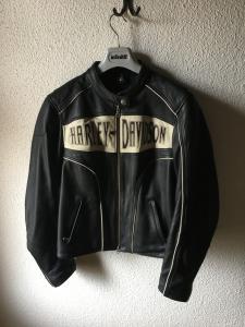 A vendre veste Harley Davidson cuir  femme grandeur L