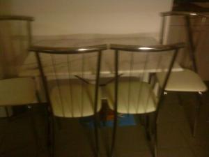 Table en marbre + 4 chaises