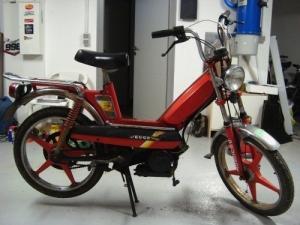 A vendre: vélomoteur rouge - peugeot 103