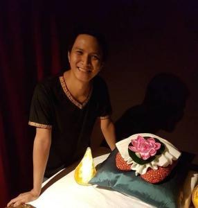 Massage l Masseur Thaï Massage Thaï l Ouvert le dimanche .