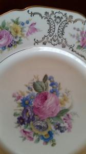 Superbe vaisselle complète, peinte à la main (96 p.)