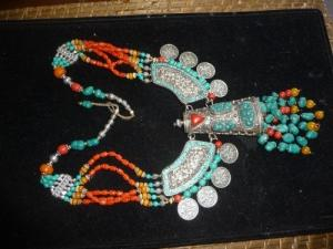 collier plastron ethnique corail