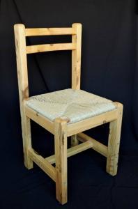 Chaises canées en pin