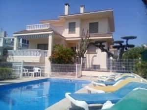 Maison avec piscine à 200 m de la plage