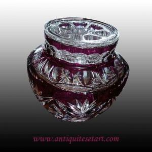 Vase pique-fleurs rouge en cristal