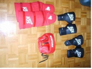 Boxe set gants, jambes, tête