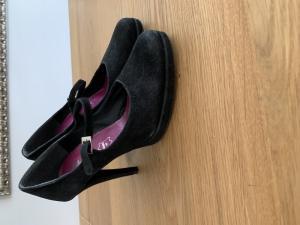 Vends chaussures à talons femme de sortie