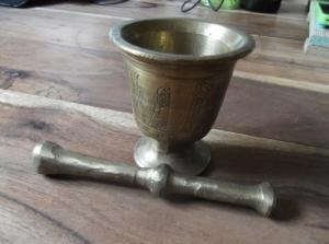 Très beau mortier et son pilon en bronze