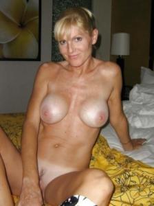 Cougar de 44 ans très chaude et vicieuse