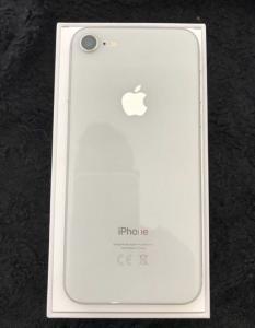 iPhone 8 blanc 64go