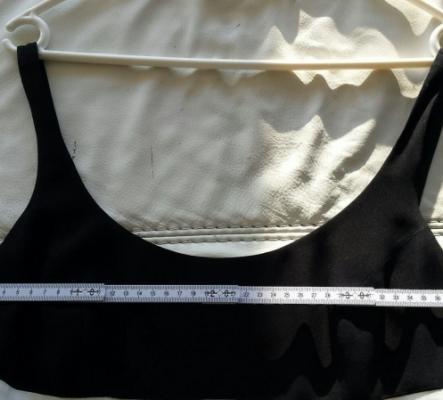 Jolie robe noire/blanche