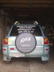 A  vendre d'occasion Toyota RAV4.