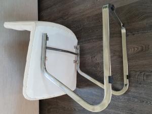 Vends magnifiques chaises retapissées à neuf