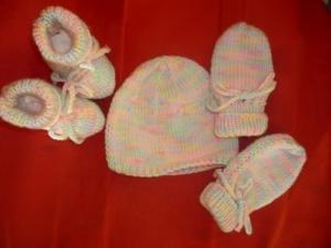 bonnet chaussons gants neuf