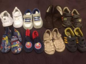 Lot des chaussures taille 22