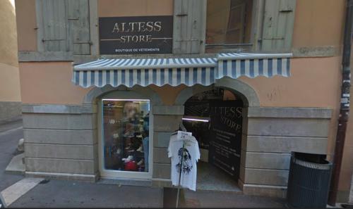 Neuchâtel-Centre: Petit local commercial