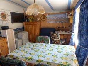 vends caravane sur emplacement en valais